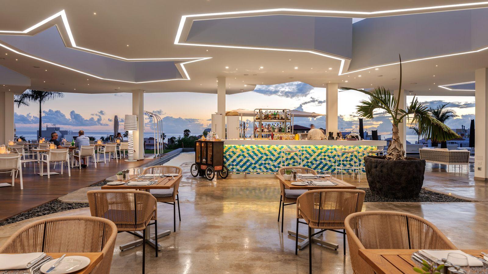 Hotel Royal Hideaway Corales Suites_07